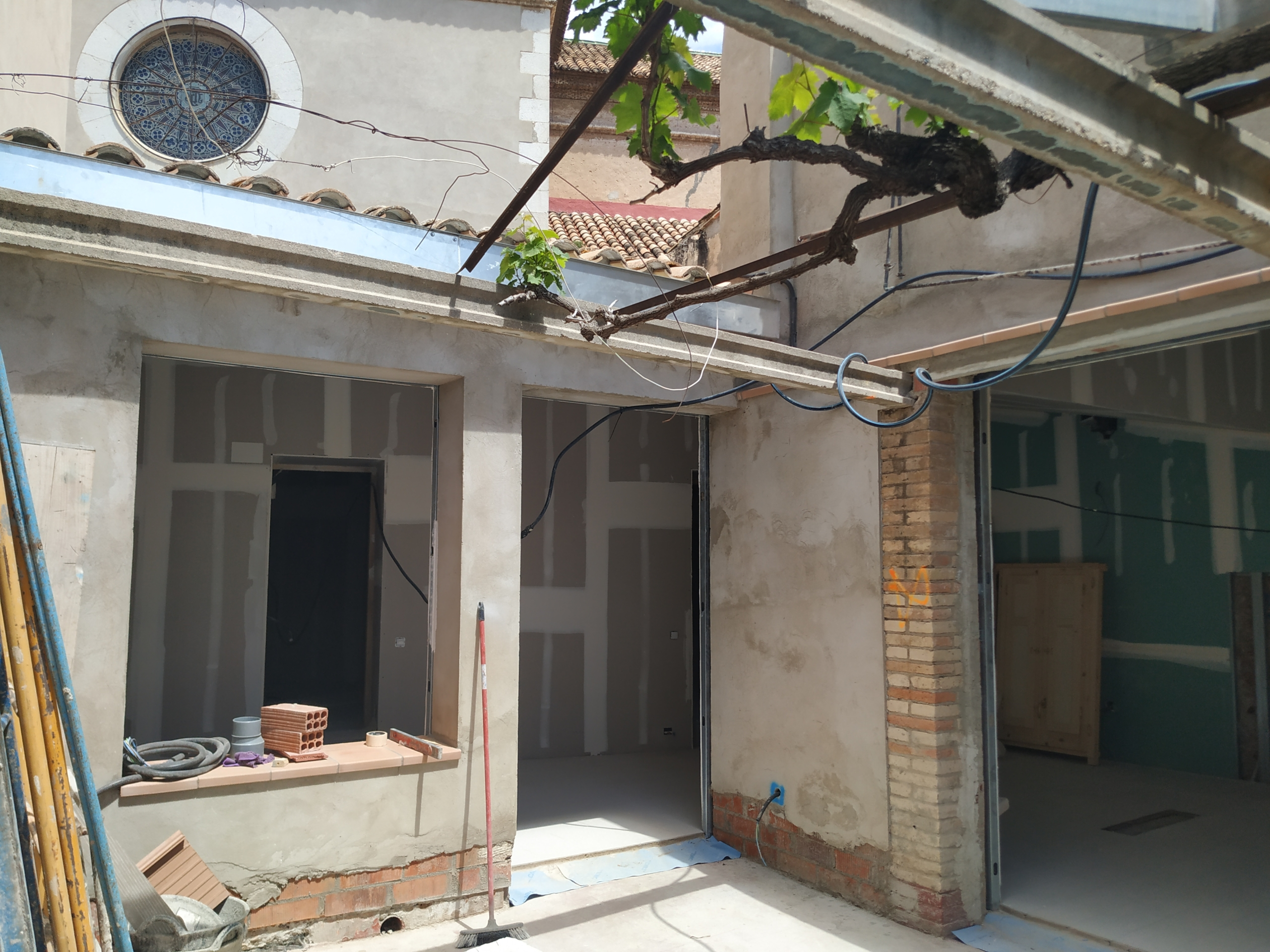 """Colaboración con material de construcción para la rehabilitación de la vivienda """"El Llimoner"""" de Vilanova i la Geltrú"""